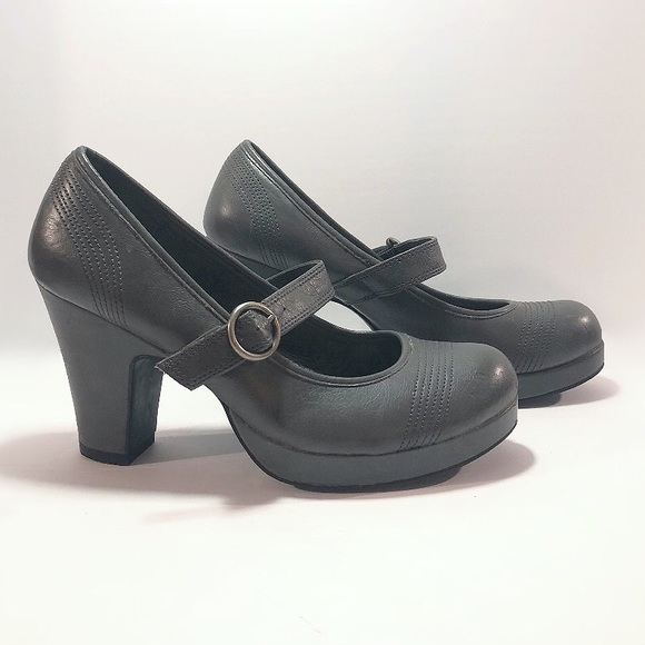 Vintage First Kiss pinup style chunky high heels